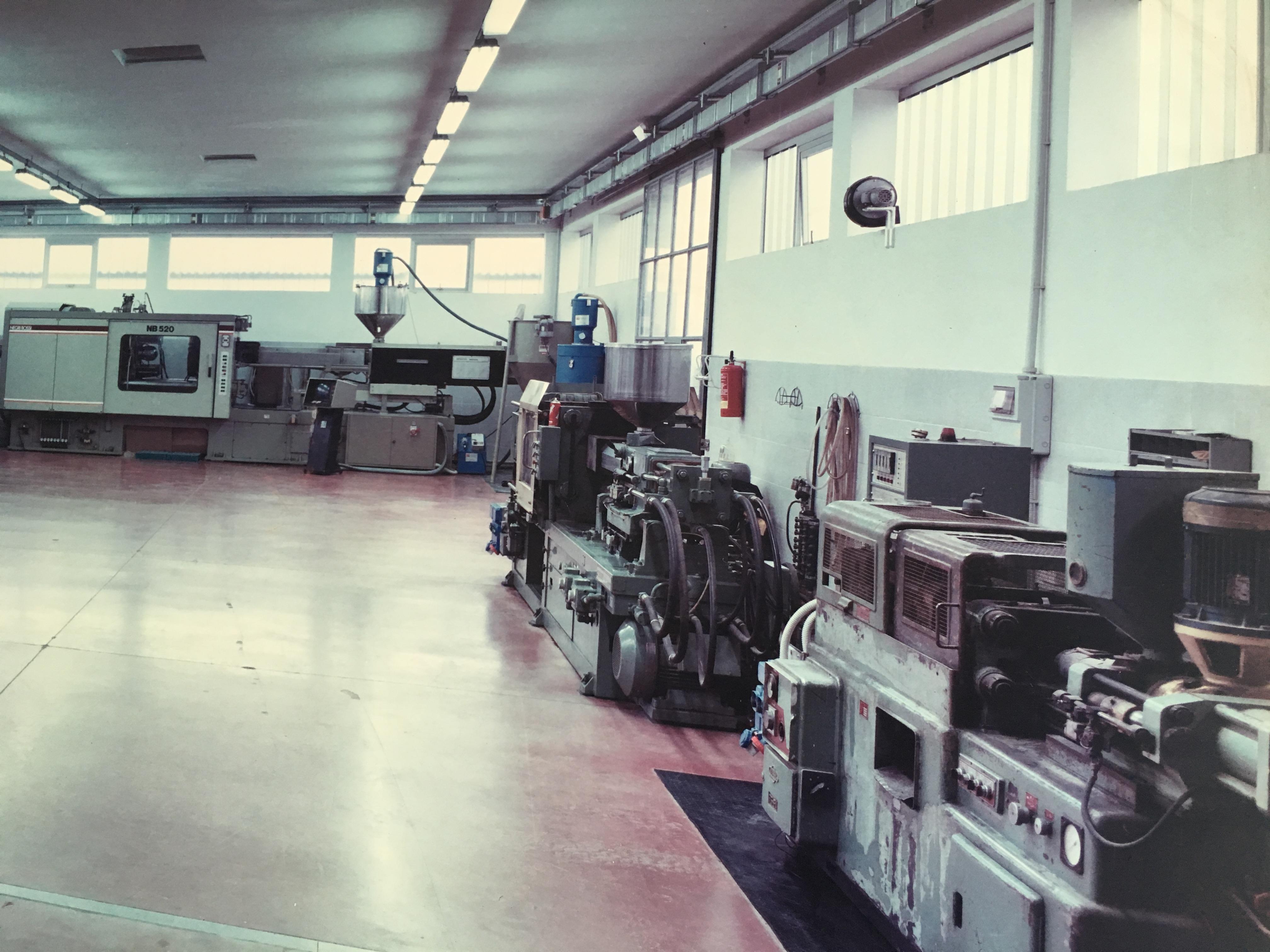 Stampaggio ad Iniezione Medio Grandi Dimensioni - Ferrari Rolo Plast